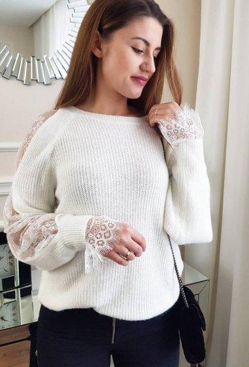 Sweterek Ecru z Koronkowym Rękawem